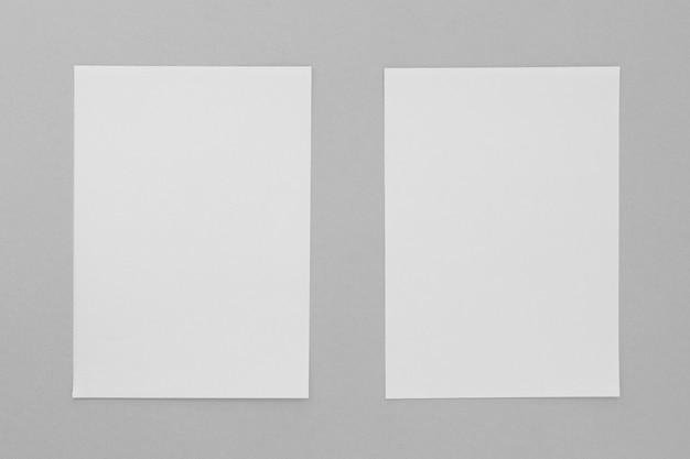 Vista superior de dos hojas de papel