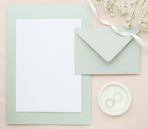 Vista superior elegante papelería de boda