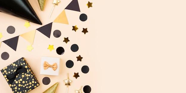 Vista superior de elegantes decoraciones de cumpleaños