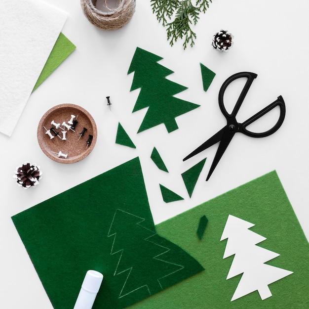 Vista superior elementos esenciales de decoración de regalos de navidad