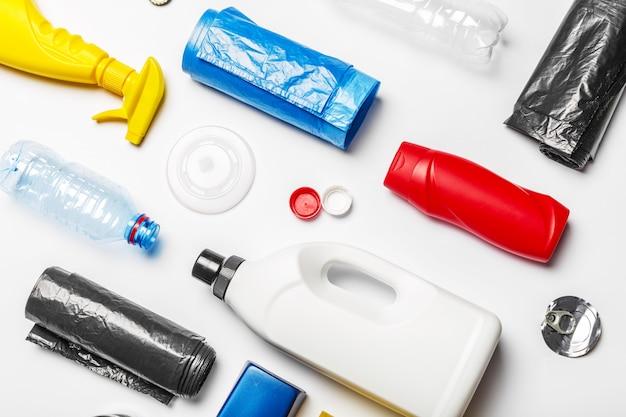 Vista superior de envases de plástico