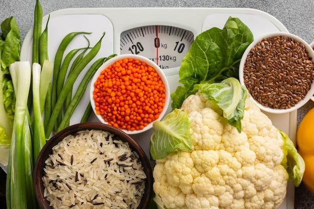 Vista superior de escala con comestibles