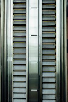 Vista superior de la escalera mecánica