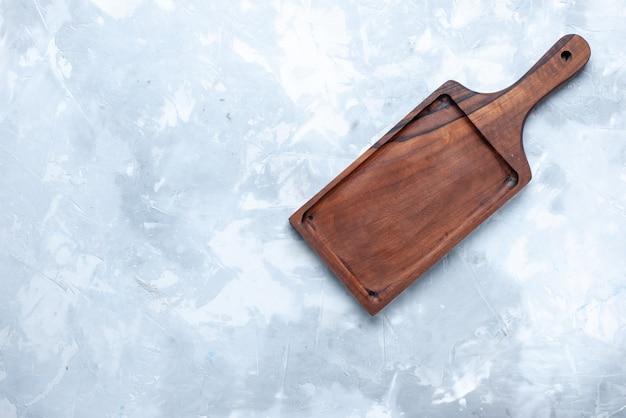 Vista superior del escritorio de madera marrón, para alimentos en madera clara, madera