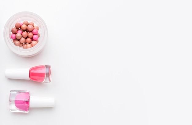 Vista superior de esmalte de uñas con espacio de copia