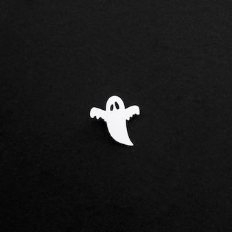 Vista superior espeluznante fantasma de halloween con espacio de copia