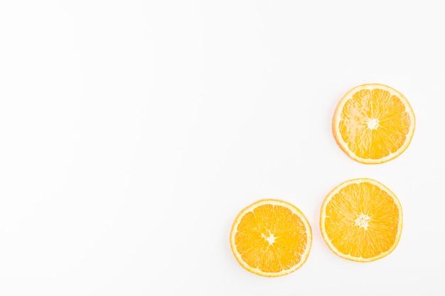 Vista superior esquina de limones