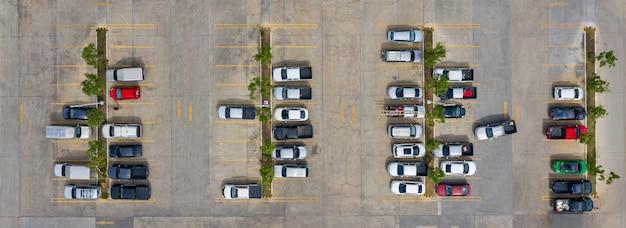 La vista superior del estacionamiento tomada con los drones.