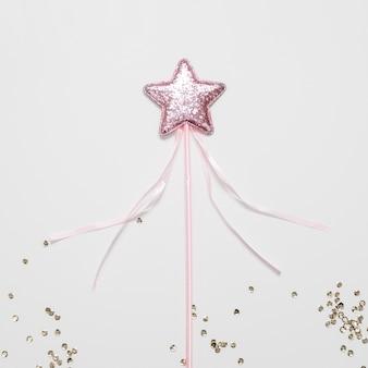 Vista superior de estrella rosa y lentejuelas