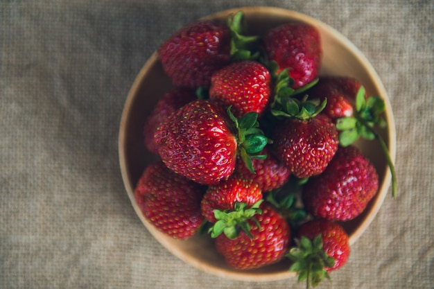 Vista superior de fresas maduras