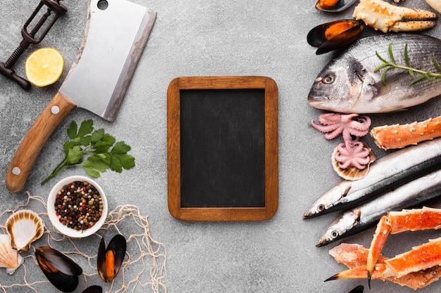 Vista superior fresca mezcla de mariscos en la mesa