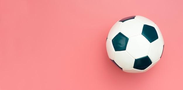 Vista superior de fútbol con espacio de copia