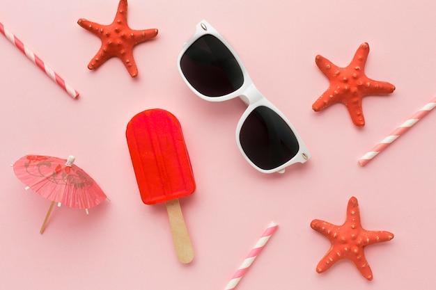 Vista superior gafas de verano con helado