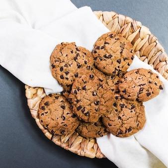 Vista superior de galletas de chispas de chocolate
