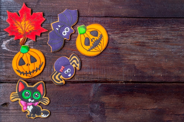 Vista superior de galletas de jengibre para halloween