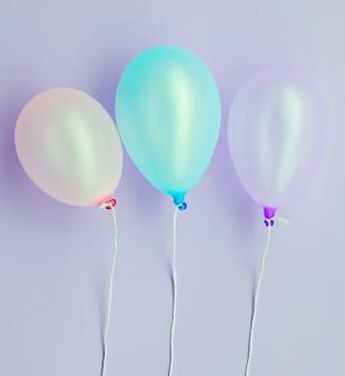 Vista superior globos de fiesta de cumpleaños