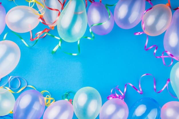 Vista superior globos metálicos transparentes