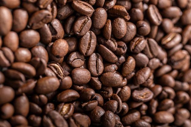 Vista superior de granos de café tostados