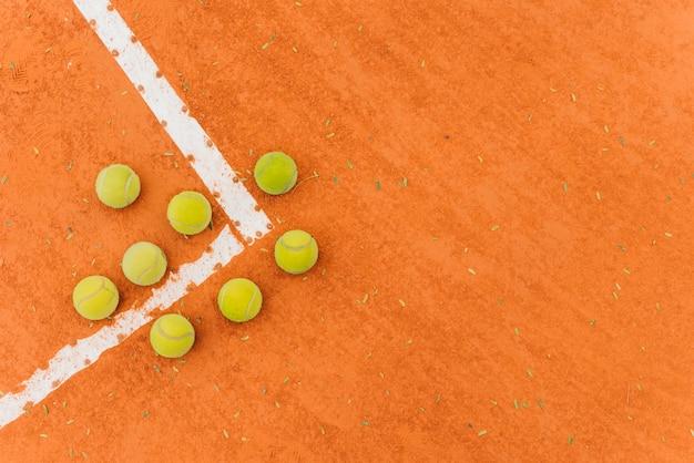Vista superior grupo de pelotas de tenis