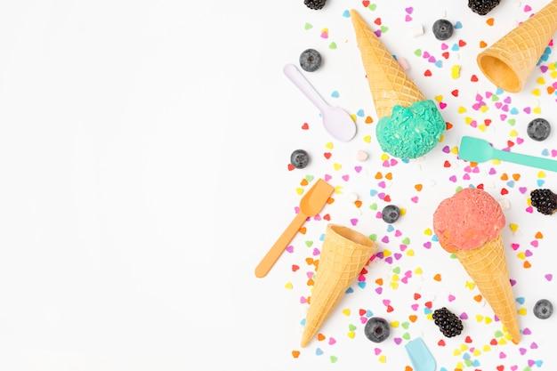 Vista superior de helado en la mesa