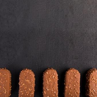 Vista superior de helados de chocolate