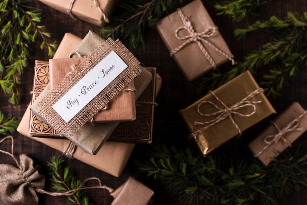 Vista superior hermosos regalos envueltos