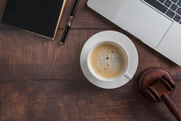 Vista superior herramientas de abogado