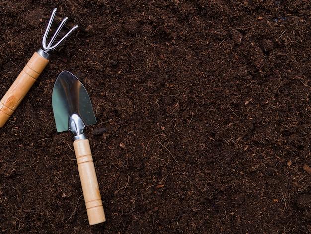 Vista superior herramientas de jardinería