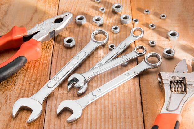 Vista superior de herramientas mecánicas