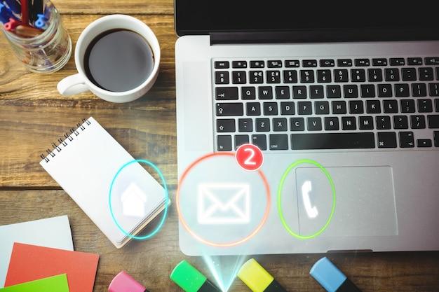 Vista superior del icono de correo electrónico con dos mensajes