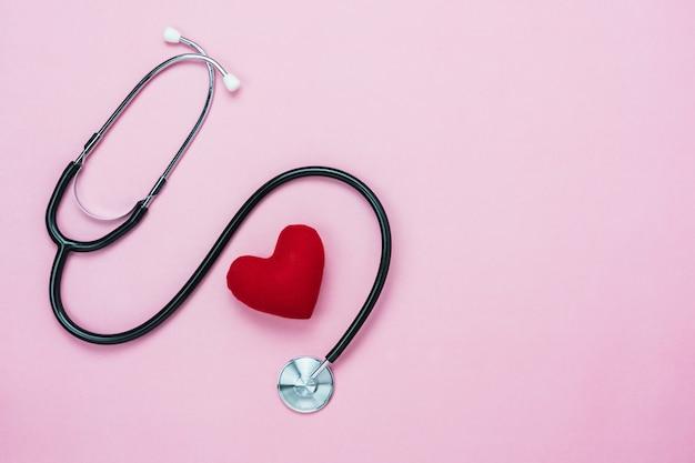 Vista superior de la imagen aérea de la imagen de accesorios sanitarios y médicos.