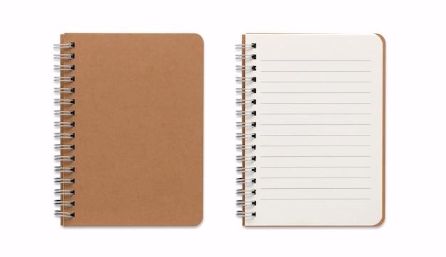 Vista superior de la imagen cerrada y abierta del cuaderno espiral en blanco o el bloc de notas aislado y fondo blanco con trazado de recorte