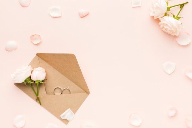 Vista superior invitación de boda
