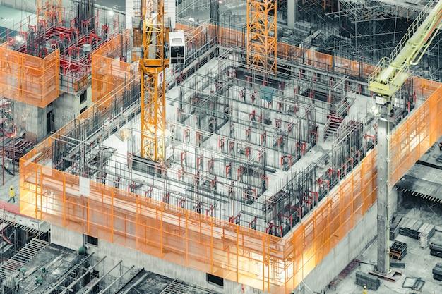 Vista superior isométrica de un edificio en construcción