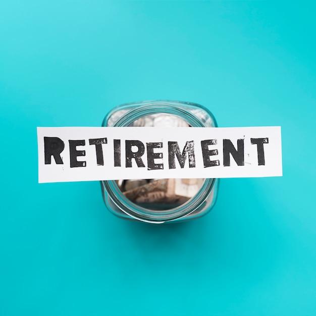 Vista superior jarra para ahorros de la jubilación