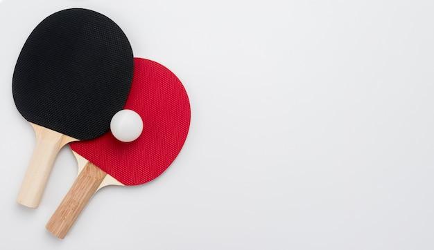 Vista superior del juego de ping pong con espacio de copia
