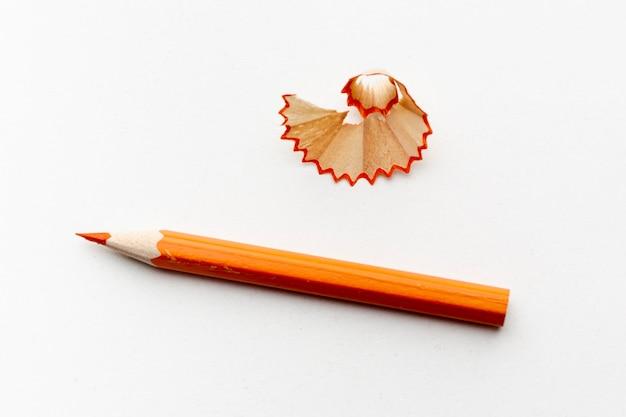 Vista superior del lápiz naranja
