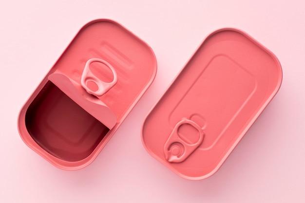 Vista superior de latas rectangulares redondeadas rosadas