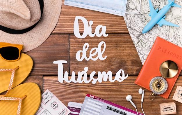 Vista superior letras del día mundial del turismo