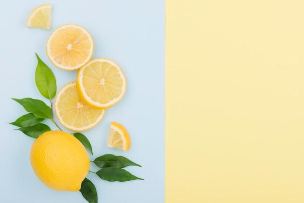 Vista superior de limón orgánico con espacio de copia