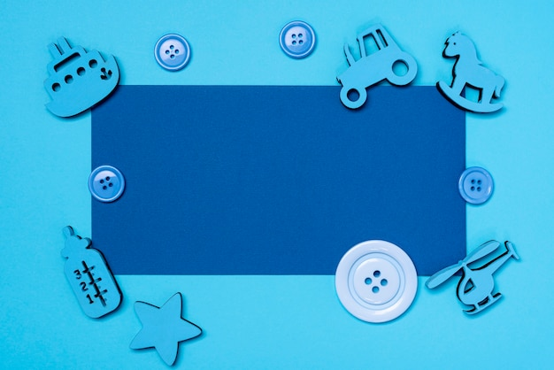 Vista superior de lindos accesorios de baby boy con espacio de copia