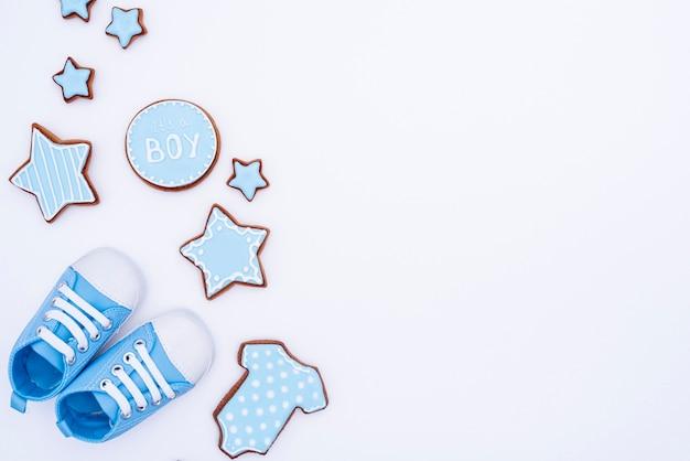 Vista superior de lindos accesorios de babyboy