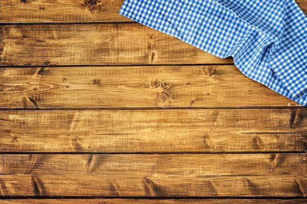 Vista superior de madera marrón con tussue azul
