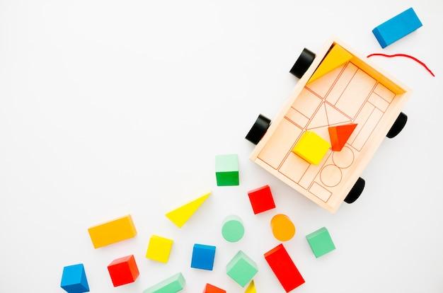 Vista superior de madera para niños juguetes con espacio de copia