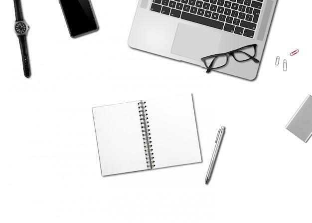 Vista superior de la maqueta de escritorio de oficina aislada en blanco