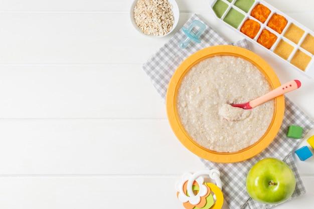 Vista superior del marco de comida para bebés