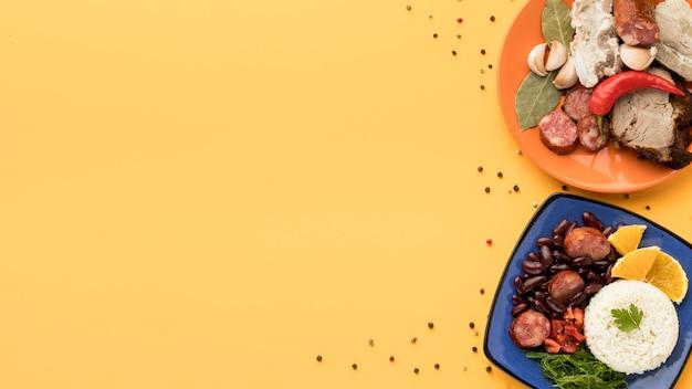 Vista superior del marco de comida brasileña