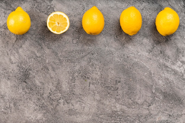 Vista superior del marco de limón con espacio de copia