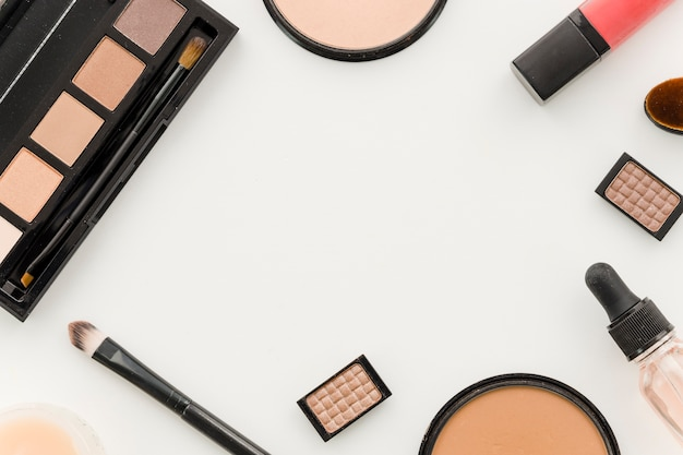 Vista superior marco maquillaje