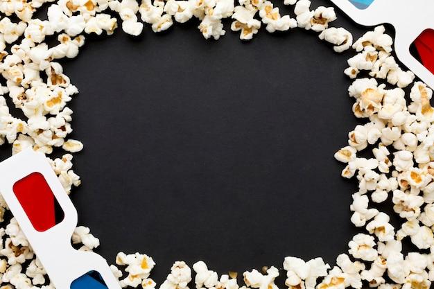Vista superior del marco de palomitas de maíz con espacio de copia